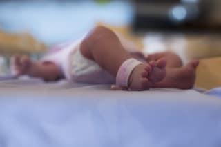 Agrigento, neonato muore dopo due giorni di vita con una gamba tumefatta: scatta l'inchiesta