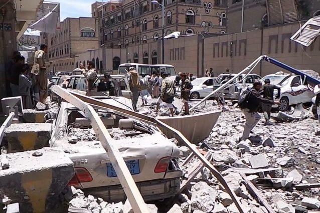 Il luogo del duplice attacco aereo saudita sul quartiere di Sana'a, la capitale dello Yemen (Twitter)