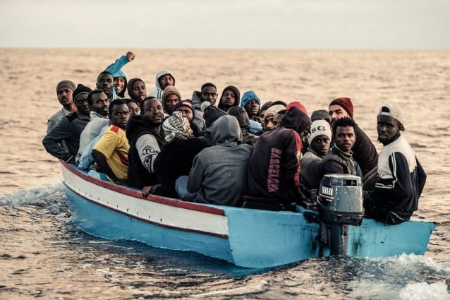 Un'imbarcazione di migranti soccorsa in mare dall'Ong Sea–Watch (Sea–Watch)