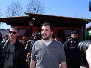Matteo Salvini in visita al campo rom in via della Chiesa Rossa a Milano, 2015