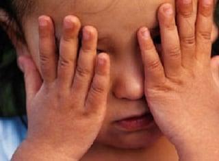 """Catania. Botte e insulti ai 3 figli, arrestati genitori: """"Costretti in un lager domestico"""""""