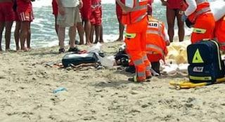 Dramma a Porto Cesareo, 44enne in vacanza si tuffa in mare e annega davanti al marito e ai figli