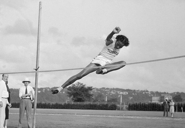 Alice Coachman, prima donna afroamericana a vincere una medaglia d'oro al salto in alto.