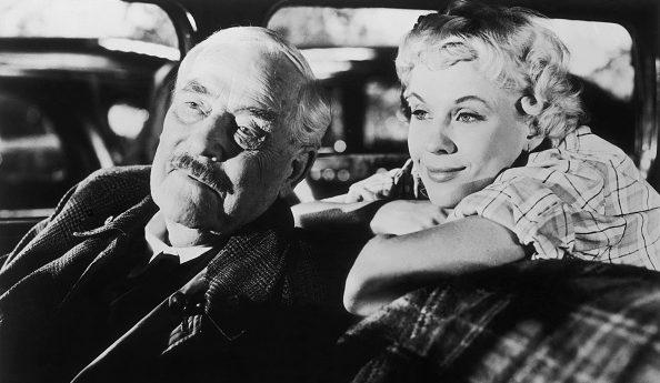 """L'attore Victor Sjöström in una scena de """"Il posto delle fragole"""" (1957) di Ingmar Bergman."""