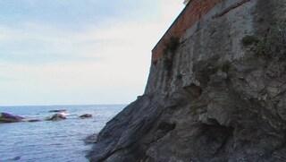 Lecce, si tuffa da una scogliera ma batte la testa: grave un 16enne in vacanza