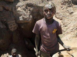 Bimbi minatori di cobalto nella Repubblica Democratica del Congo (Gettyimages)
