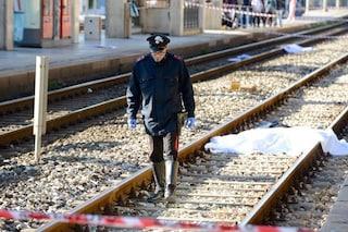 Torino, con le cuffiette vicino ai binari: 20enne travolto da un treno, è morto sul colpo