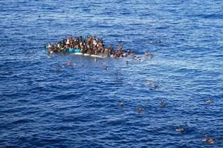 Migranti, almeno 20 persone annegate di fronte alle coste della Tunisia: 41 corpi recuperati