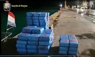 Ragusa, barca a vela con 11 tonnellate di droga. Blitz della GdF in alto mare, fermati due bulgari