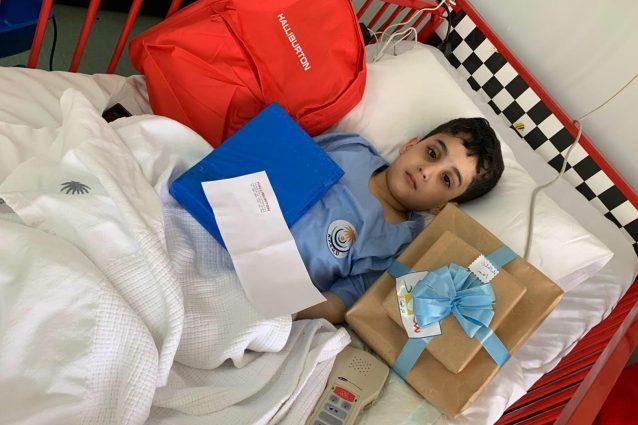 Ahmed si riprende in ospedale dopo il trapianto di cellule staminali alle due sorelle (Al Arabiya)