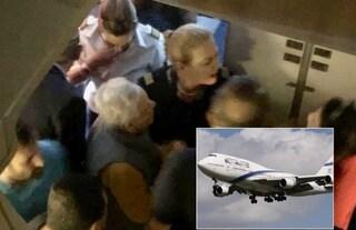 Aereo vola di sabato, ebrei ortodossi costringono pilota ad un atterraggio di emergenza