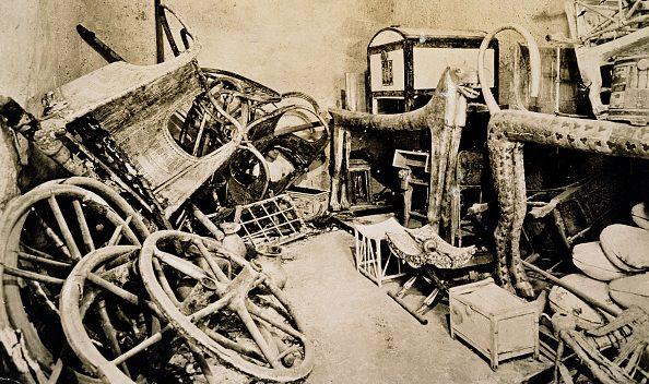 L'anticamera della tomba di Tutankhamon nel 1922 (foto di Harry Burton).