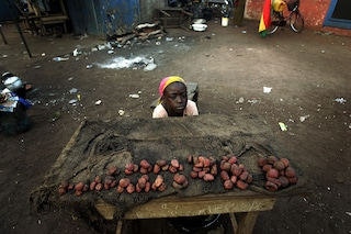 L'inferno quotidiano delle ragazzine del Ghana: di giorno sfruttate, di notte molestate