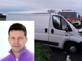 Incidente in A23: furgone finisce sul tir fermo in coda, morto l'uomo alla guida