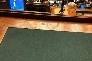 """Il nome dell'ex deputato Romele inciso su un banco della Camera: """"Non sono stato io"""""""