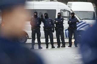 """Bruxelles, poliziotto accoltellato vicino alla Grand Place. Media: """"Gridava Allah Akbar"""""""