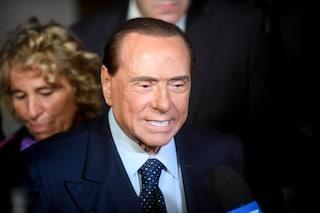 """Berlusconi operato, i medici rassicurano: """"Sta bene, ma dovrebbe rinunciare a campagna elettorale"""""""