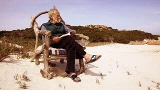 """Sfrattato Mauro Morandi, il """"Robinson Crusoe"""" che da 30 anni custodisce l'Isola di Budelli"""