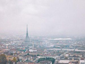 Torino avvolta dalla nebbia (Twitter).