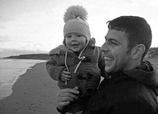 """Bambino invia una lettera al papà """"in paradiso"""", la risposta delle Poste è commovente"""