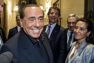 """Lo show di Silvio Berlusconi in tv: """"Solo 5-6 italiani su 100 mi votano, sono tutti pazzi"""""""