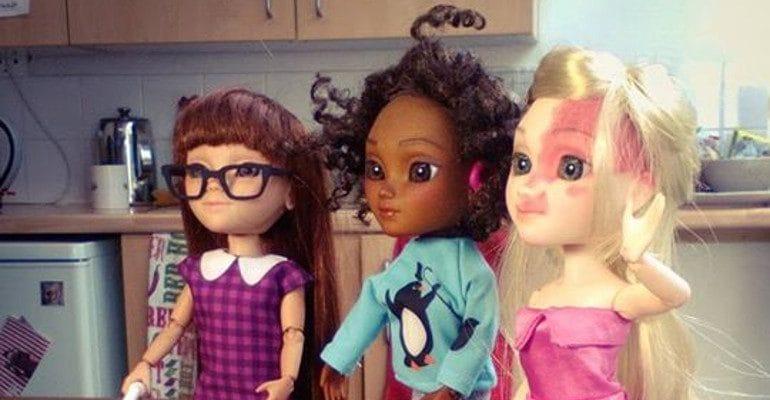 """Bambole """"diverse"""" della serie di giocattoli """"Toy like me""""."""