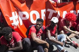 Migranti, 150 famiglie di italiani contro i 'porti chiusi': vogliono ospitare un profugo in casa