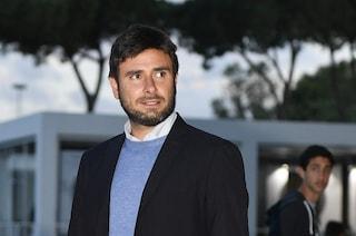 """Open, Di Battista provoca Renzi: """"Dica se ha ricevuto soldi per le consulenze"""""""