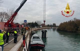 Dramma a Venezia: donna sbanda, finisce con l'auto in acqua e muore nel canale