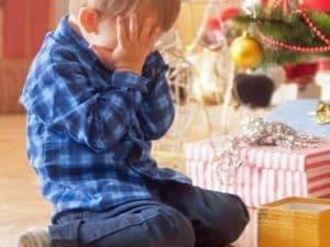 Regali Di Natale Per Bimbi.Tra I Regali Di Natale Non Trova Quello Che Aveva Chiesto Bimbo Di