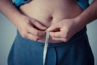 Pensa di avere la pancia gonfia per la birra ma è un tumore di 31 chili: vivo per miracolo