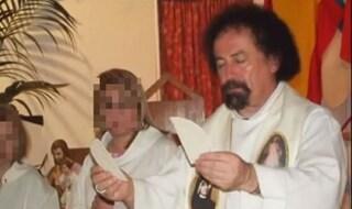 Parroco cospargeva i ragazzini con olio santo e abusava di loro: 14 anni a padre Guidolin