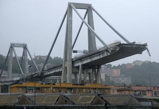 """Ponte Morandi, l'allarme: """"15mila tonnellate di amianto, si rischia boom di tumori a Genova"""""""