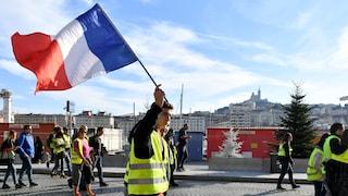 """Gilet Gialli, Macron ammette: """"In Francia troppe tasse. Ho fatto errori"""""""