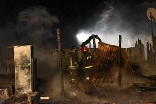 Reggio Calabria, incendio nella tendopoli di San Ferdinando: morto carbonizzato un migrante