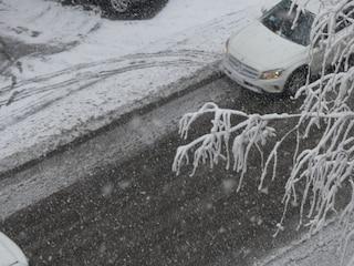 Gela, la neve blocca l'ambulanza sulla strada: donna muore d'infarto