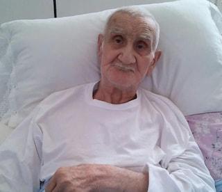 Morto Nonno Mariano, sfrattato a 90 anni dalla sua casa e legato con la forza a una barella
