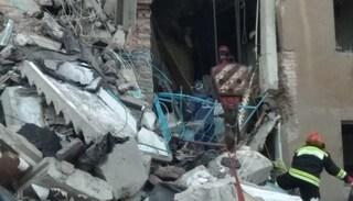 Esplosione fa crollare palazzo di dieci piani in Russia, oltre 70 persone sotto le macerie