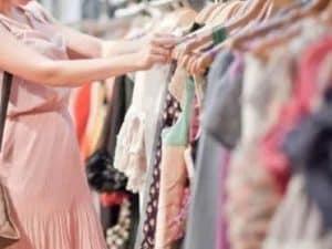 ef60a790e6d94 Pensate di entrare in un negozio di vestiti e di voler provare qualcosa ma  di ritrovarvi di fronte a una richiesta esplicita di denaro solo per poter  ...
