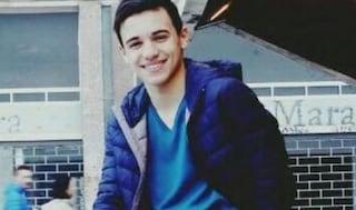 """Raffaele morto a 17 anni per un malore in classe, il padre: """"Non deve succedere ad altri"""""""