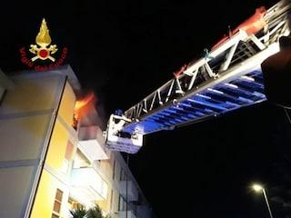 Dramma a Sassari, incendio distrugge appartamento: salva una donna, morto il figlio 25enne