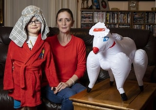 Il figlio deve fare il presepe vivente, mamma lo manda a scuola con una pecora-sex toys