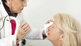 Ha l'occhio secco, le prescrivono un farmaco per l'impotenza: finisce al pronto soccorso