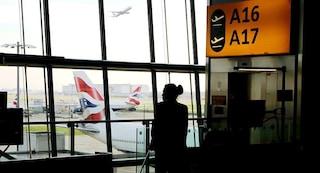 Londra, aeroporto di Heathrow bloccato e poi riaperto per avvistamento drone