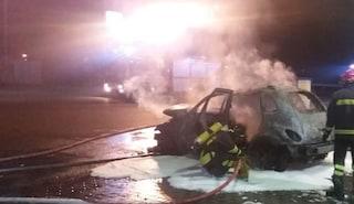 Foggia, trovato il corpo carbonizzato di un uomo in un'auto bruciata