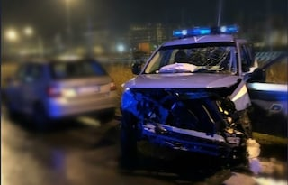 Livorno, scontro tra volante della polizia e camion: muore l'agente Fabio Baratella