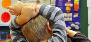 Reggio Emilia, bimbi minacciati e presi per i capelli: processo immediato per la maestra