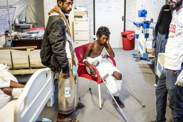 Nasser, 14 anni, ha perso la gamba dopo aver calpestato una mina (Medici senza Frontiere)