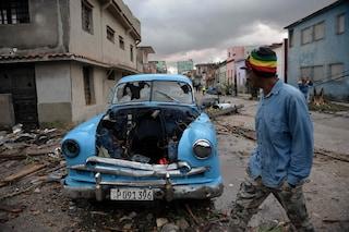 Cuba, tromba d'aria a L'Avana fa 3 morti e 172 feriti: strade allagate e auto distrutte