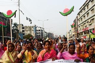 """Bangladesh, donna denuncia stupro di gruppo: """"Violentata per aver votato per l'opposizione"""""""